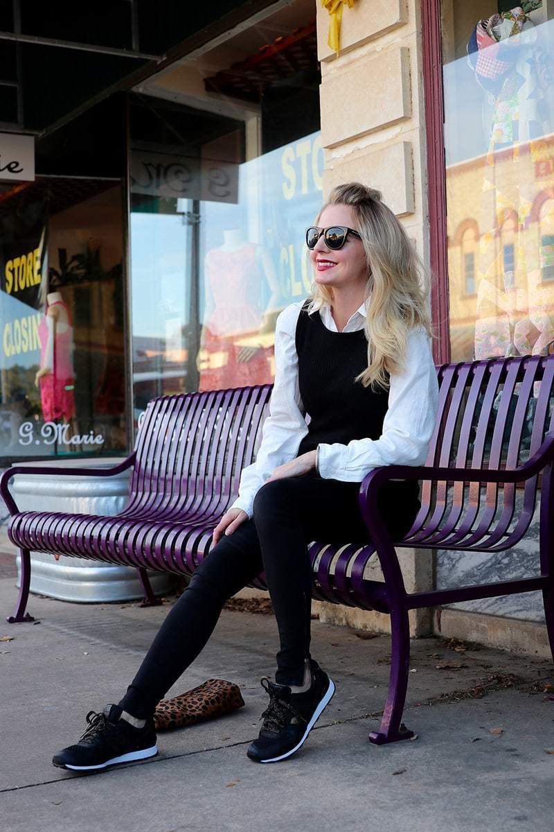 Street style! These chic and comfortable new balance sneakers in black and gold will keep you looking long and tall while you are also so comfortable. A great and functional way to try the athleisure trend!