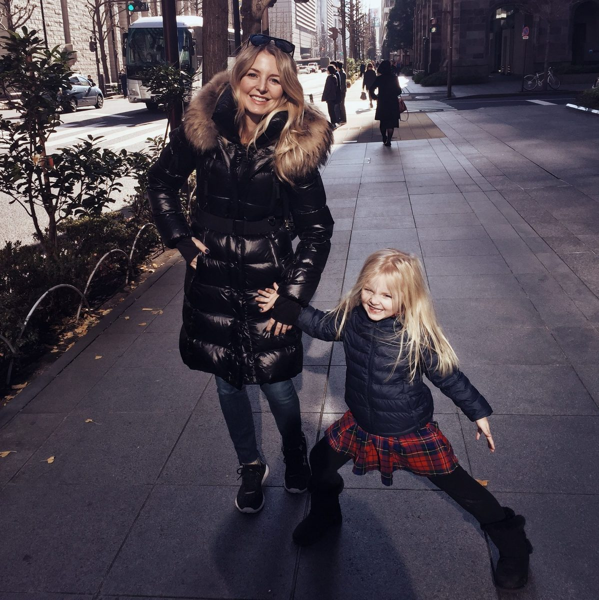 erin busbee fashion and lifestyle blogger in tokyo japan with her daughter