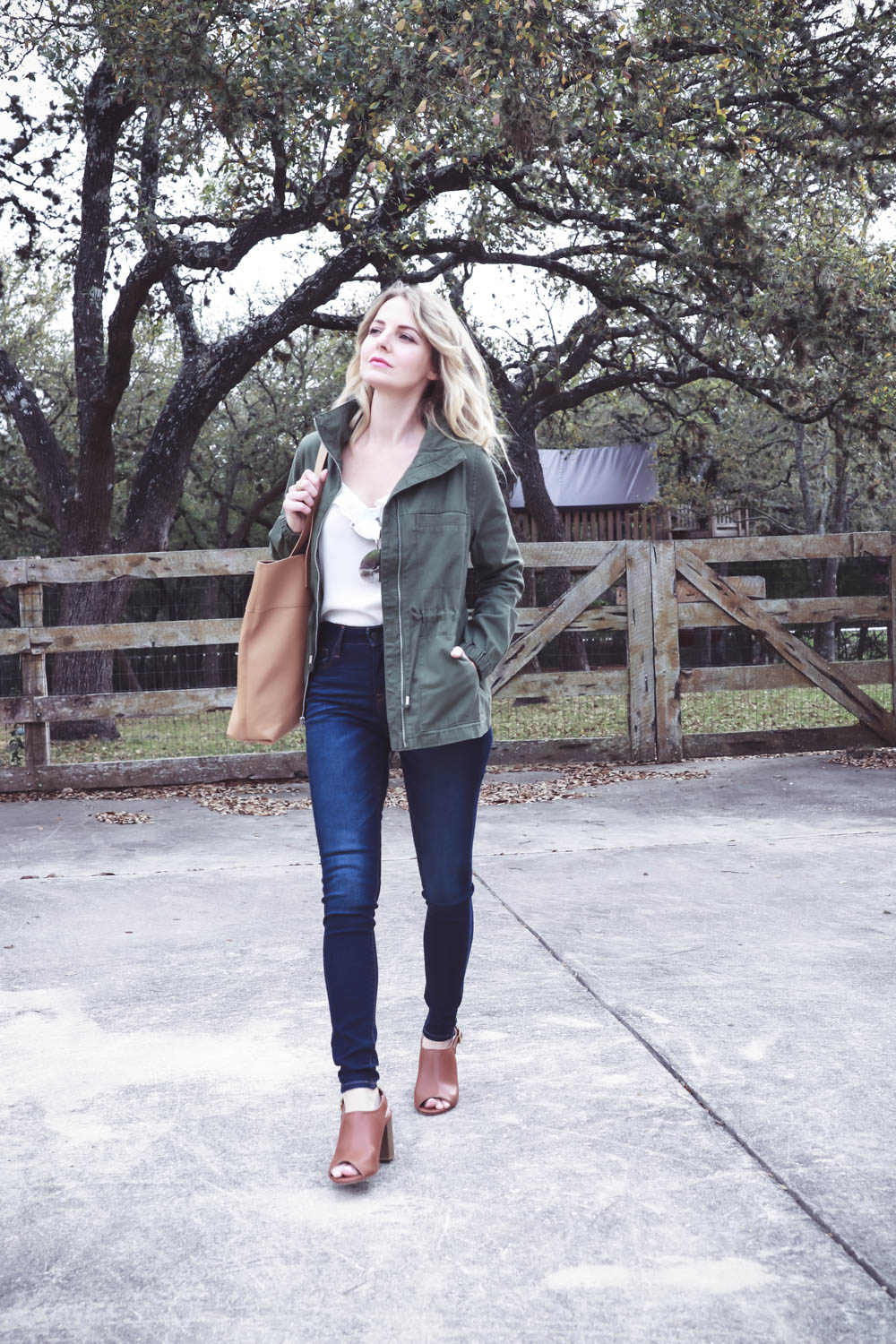 spring outfit ideas and mini capsule wardrobe, easy and affordable spring clothing, skinny jeans, sandals, scarves, blazer, striped top and tote bag