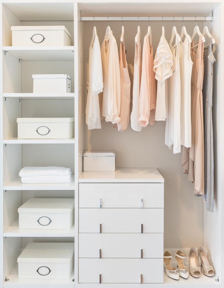 Closet Organization, how to organize and edit your closet with blogger Erin Busbee, of Busbee Style