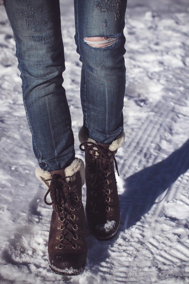 Sorel Conquest boots, AMO twist jeans, on fashion blogger over 40, Erin Busbee of Busbee Style in Mountain Village, Telluride Colorado