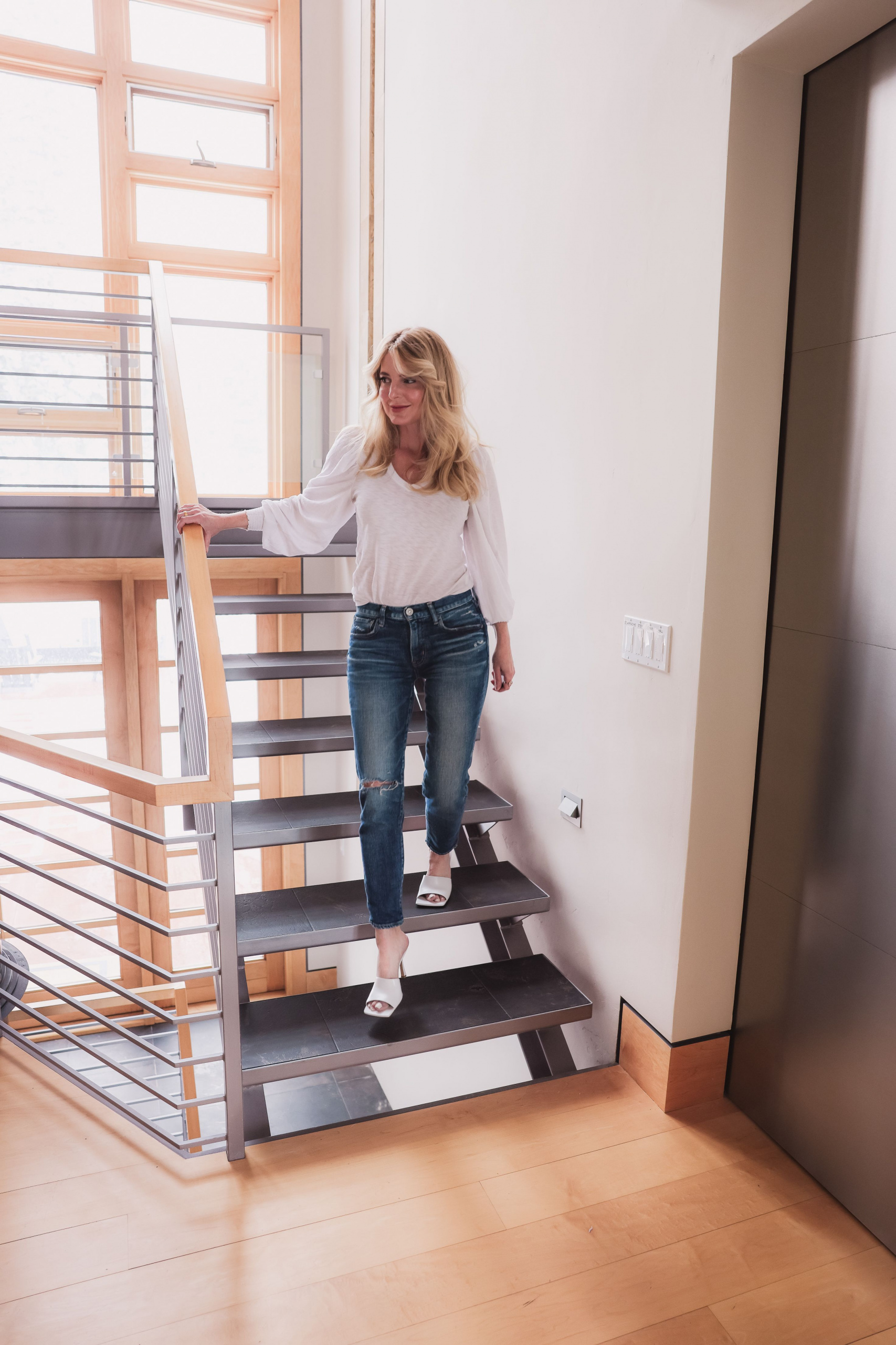 How to look better in photos, Look taller and slimmer in photos, Erin Busbee style blogger, fashion over 40