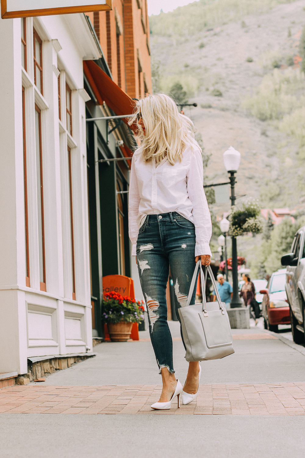 Pumps by Vince Camuto very comfortable paired with Express distressed skinny jeans and a Frank & Eileen white button down shirt and gray Vince Camuto tote bag