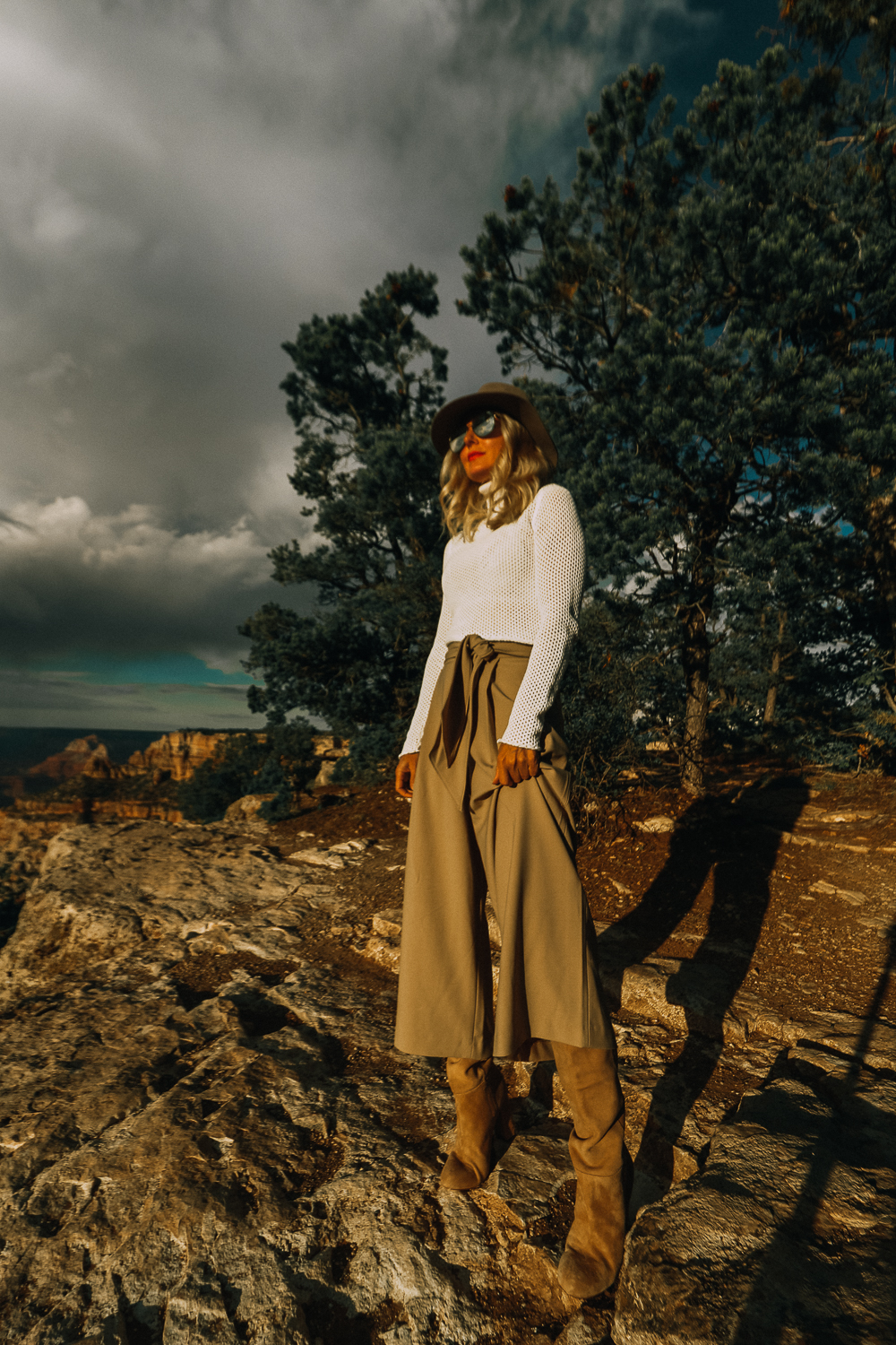 Grand Canyon Rim Trail featuring fashion blogger Erin Busbee of BusbeeStyle.com wearing camel culottes, white turtleneck and a brown hat