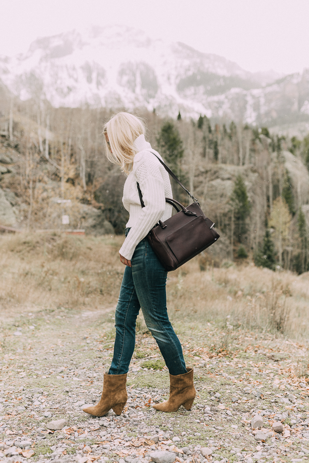how to wear ankle boots with skinny jeans, showing skinny jeans tucked into the booties