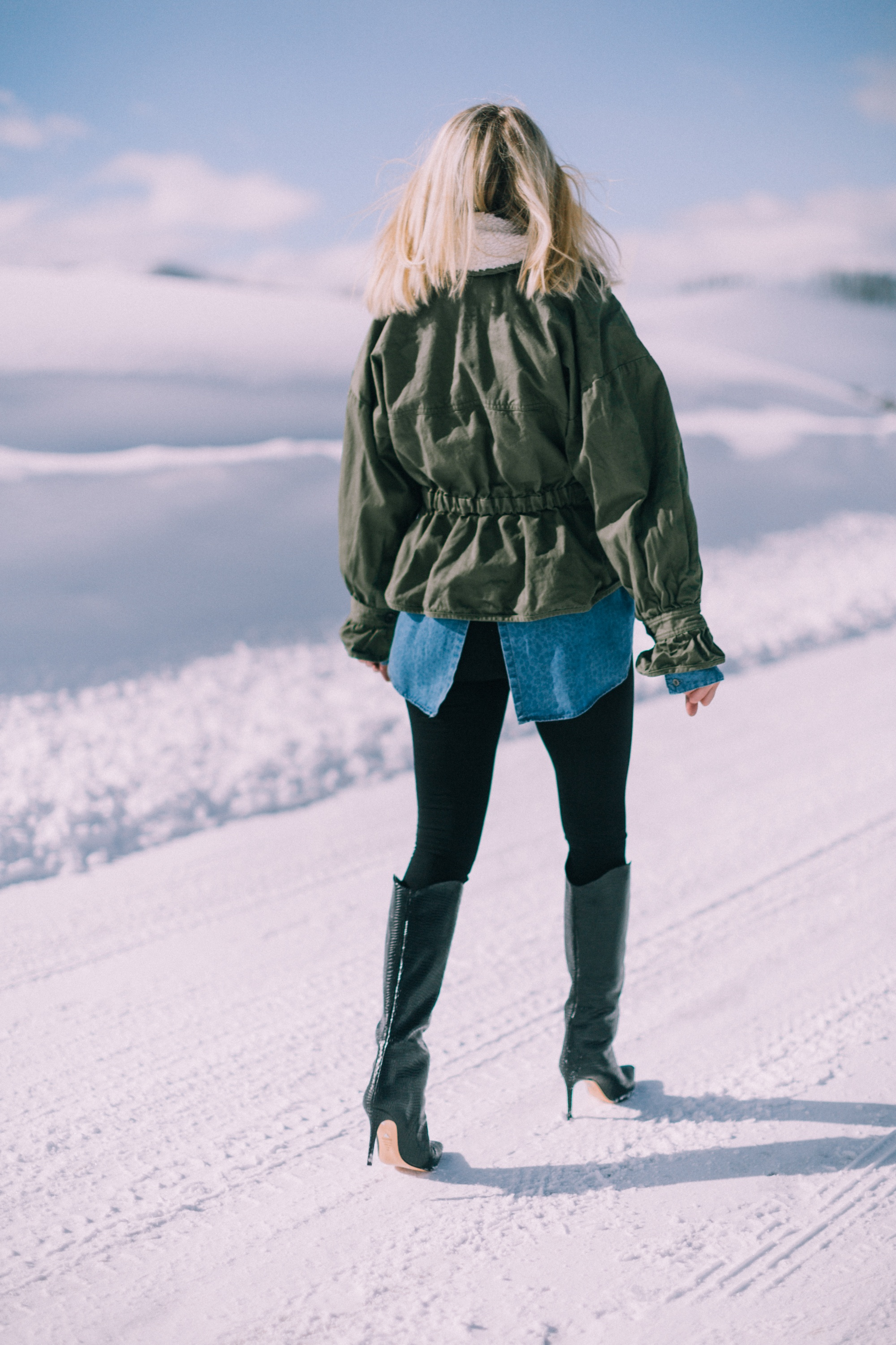 woman over 40 years old showing how to appropriately wear Spanx seamless leggings with black schutz boots in Telluride Colorado