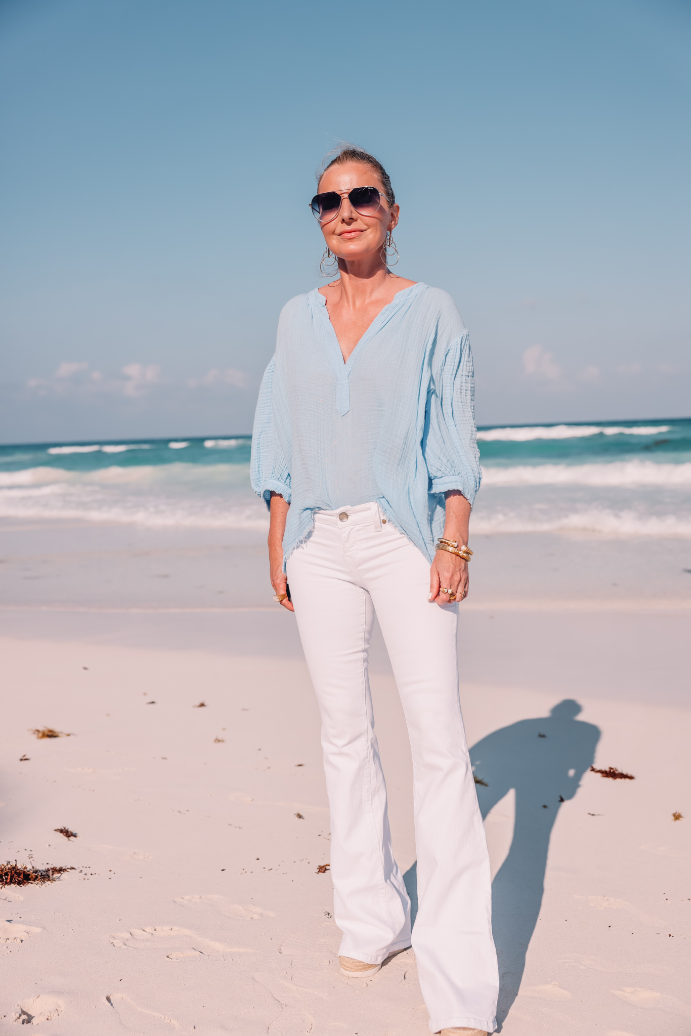 long tops to wear with white jeans, long tops that cover your bottom, long tops with white jeans, tops to wear with white jeans, blue 9seed puff sleeve top, white jeans, erin busbee, favorite summer denim