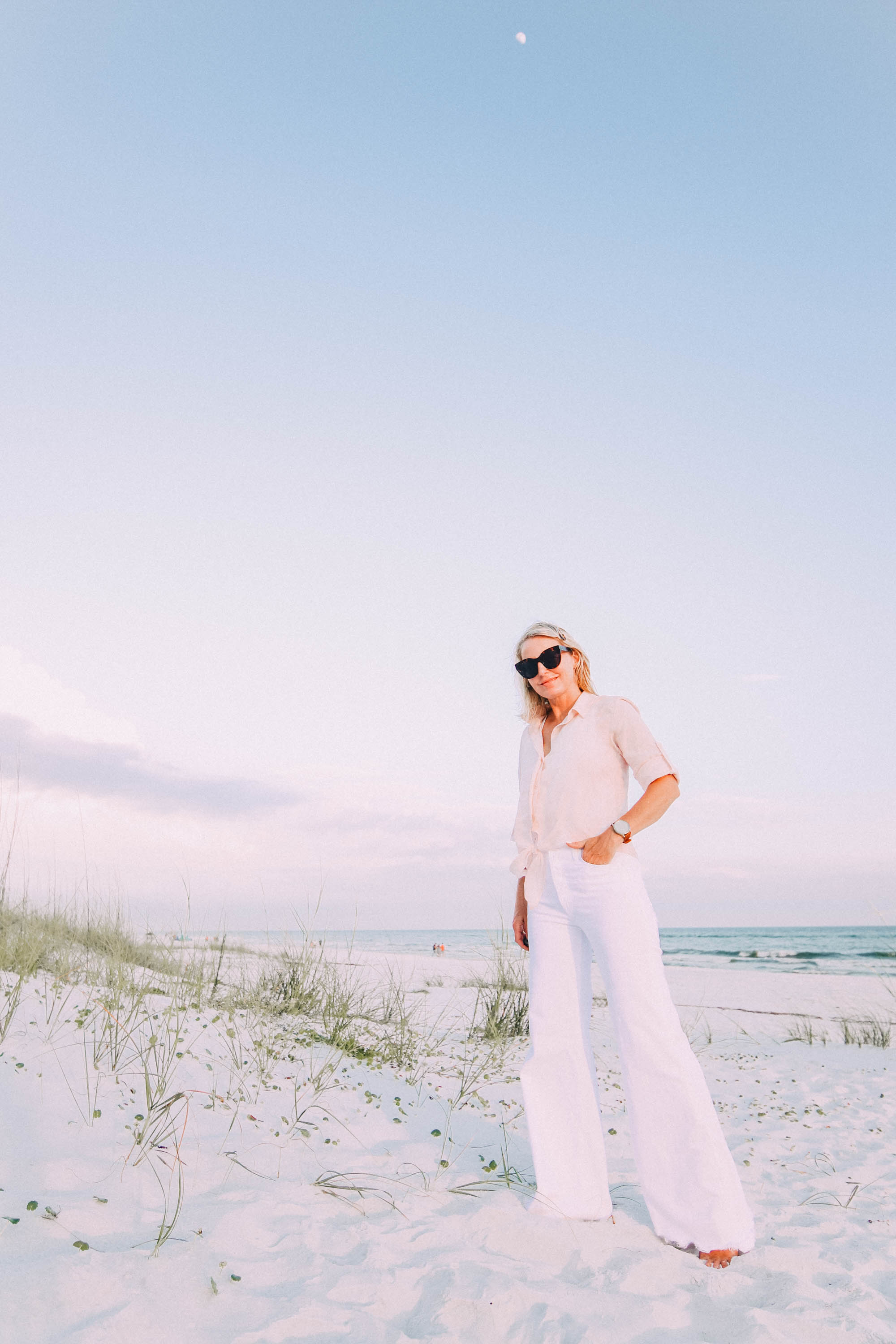 White Jeans For Summer, Fashion blogger Erin Busbee of BusbeeStyle.com wearing white wide leg jeans by Mother with a Bella Dahl pink button up on the beach in Florida