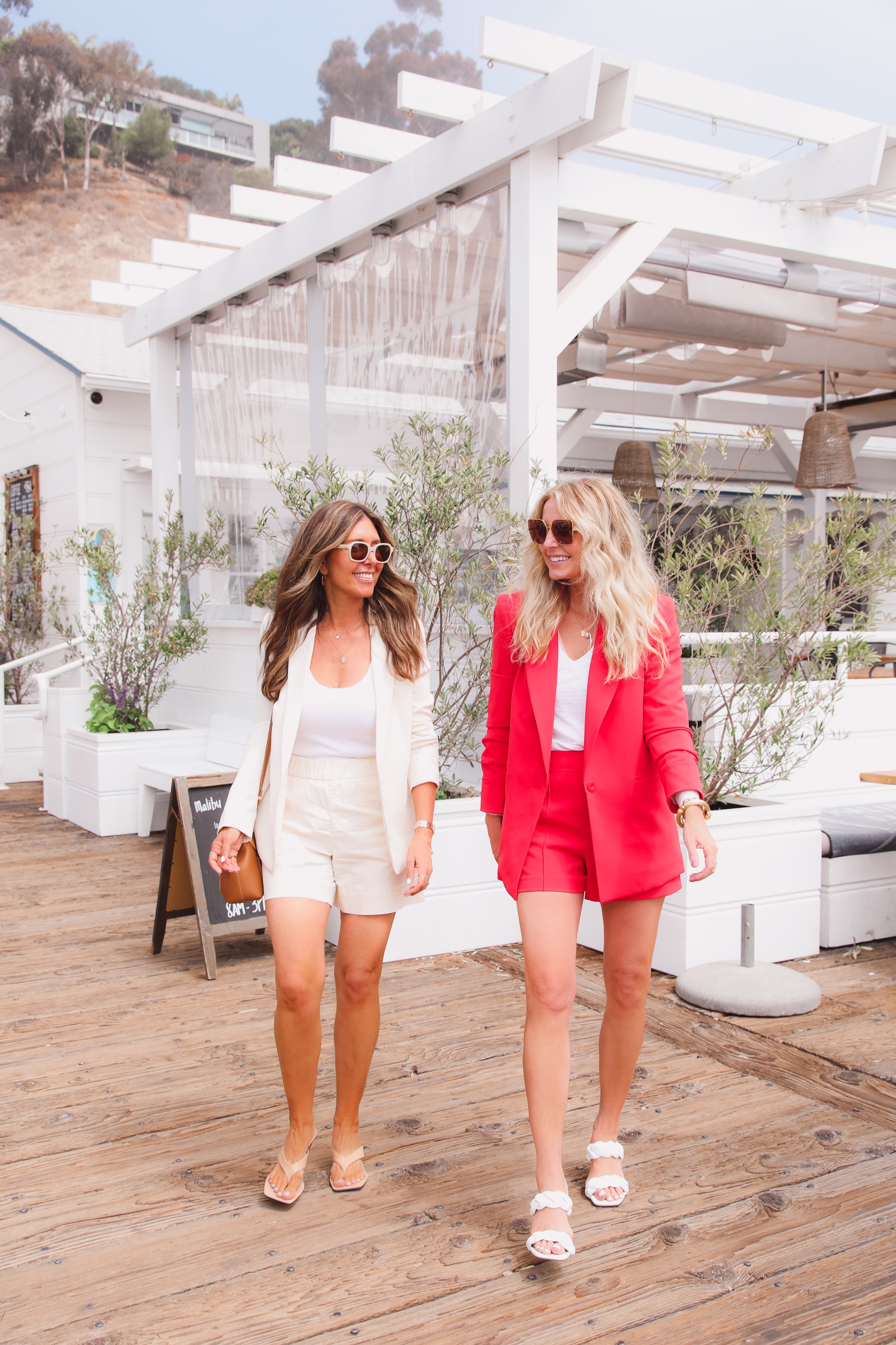 matching sets, how to wear matching sets, erin busbee, melissa meyers, who what wear, alice + olivia blazer, alice + olivia shorts, all white outfit, matching sets outfits