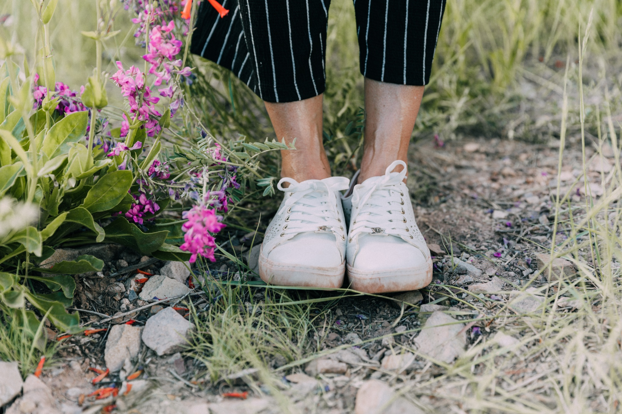 white sneakers by Liz Claiborne on fashion blogger Erin Busbee