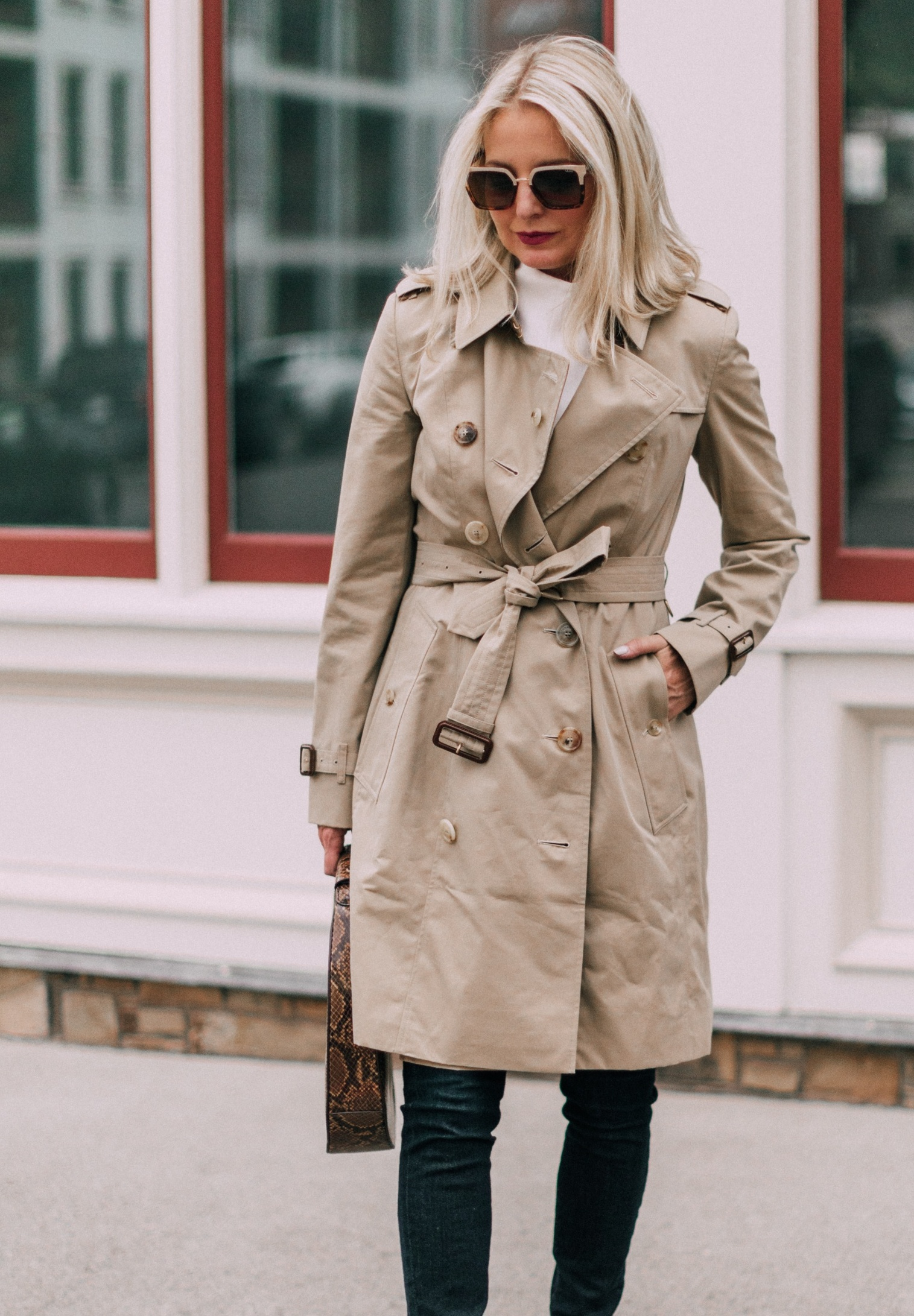 burberry chelsea heritage slim fit trench coat in honey color, reviewing iconic burberry trench coat