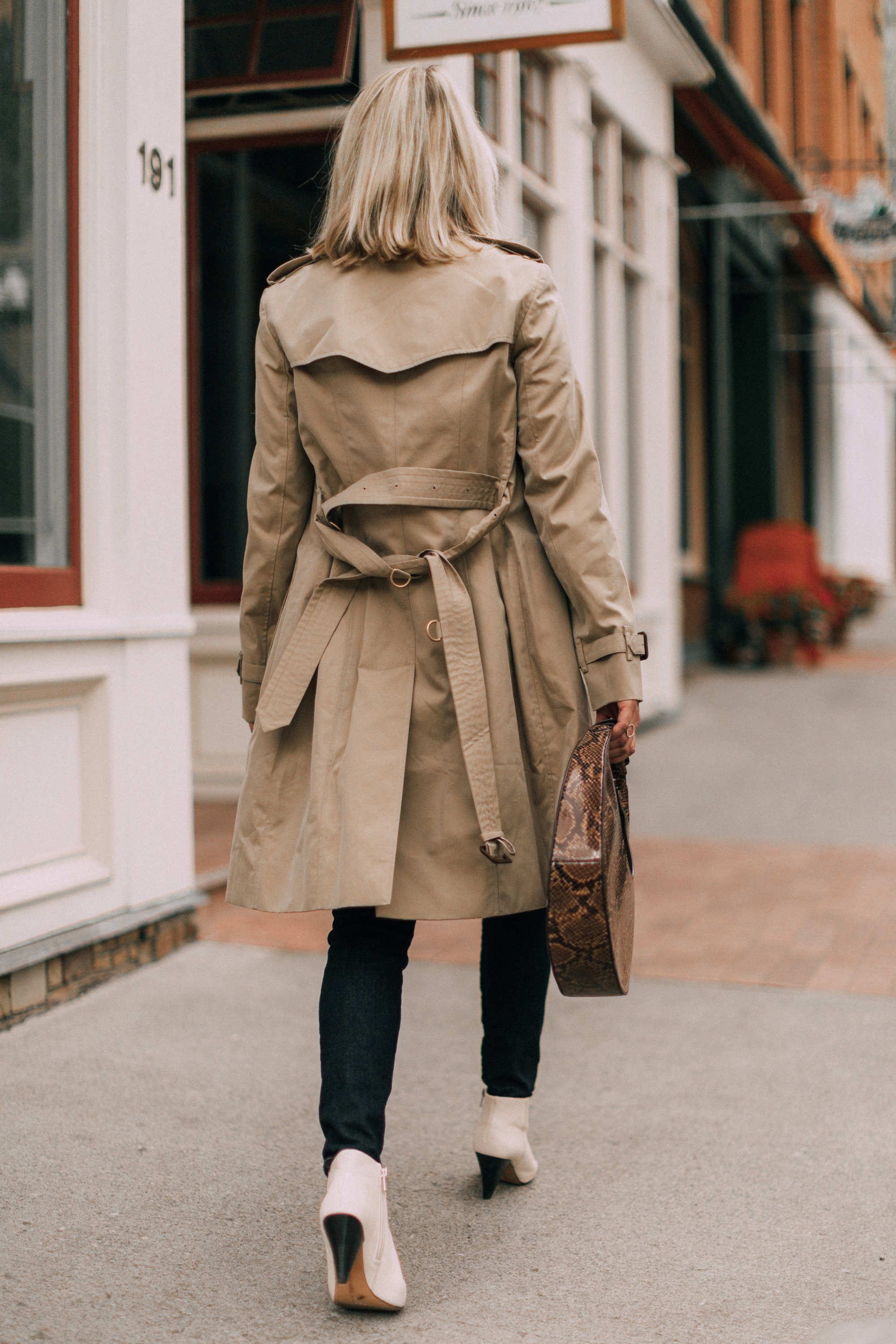 Burberry Chelsea Slim Fit Heritage dark honey trench coat with blue jeans white booties staud moon bag outfit