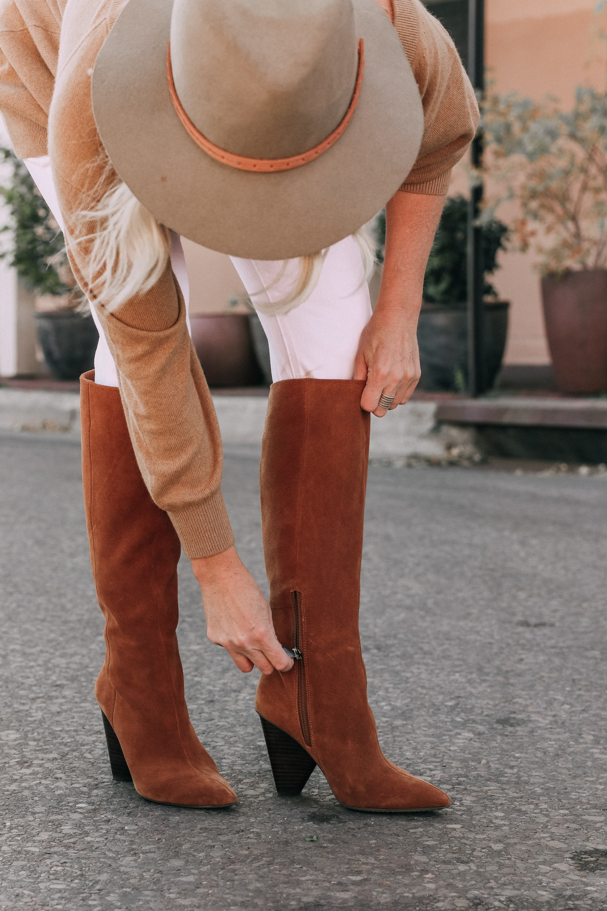 brown suede knee boots vince camuto modesie cone-heel boot fall autumn outfit with white jeans