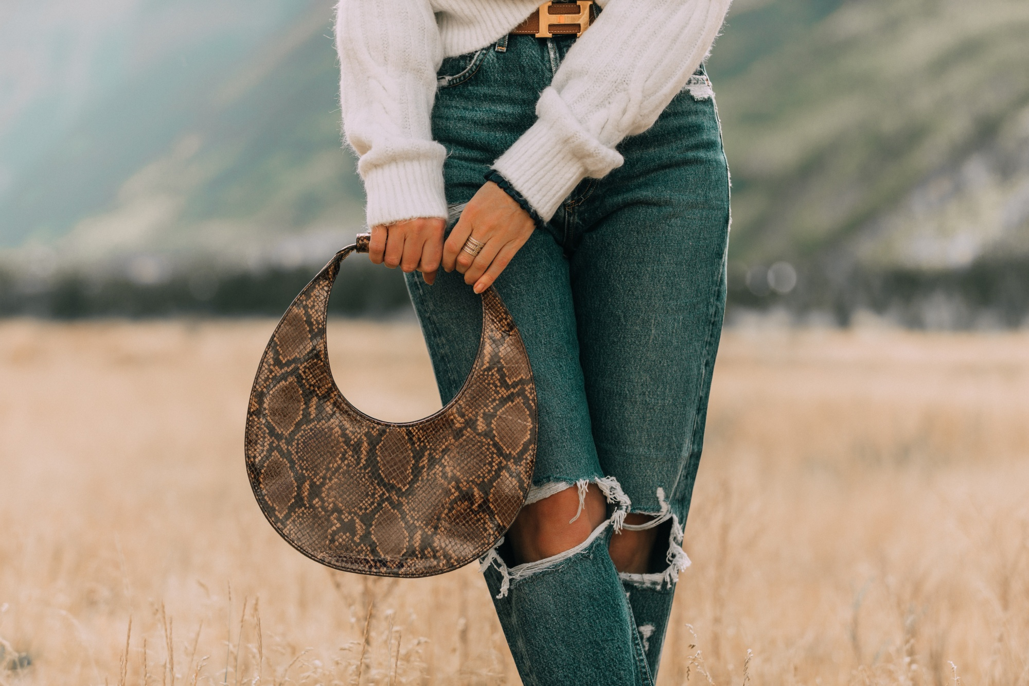 Baggy Jeans, Fashion blogger Erin Busbee of BusbeeStyle.com wearing Agolde baggy oversized jeans with Sam Edelman booties, white Express cable knit sweater, and Staud moon bag in Telluride, CO, designer handbags for fall