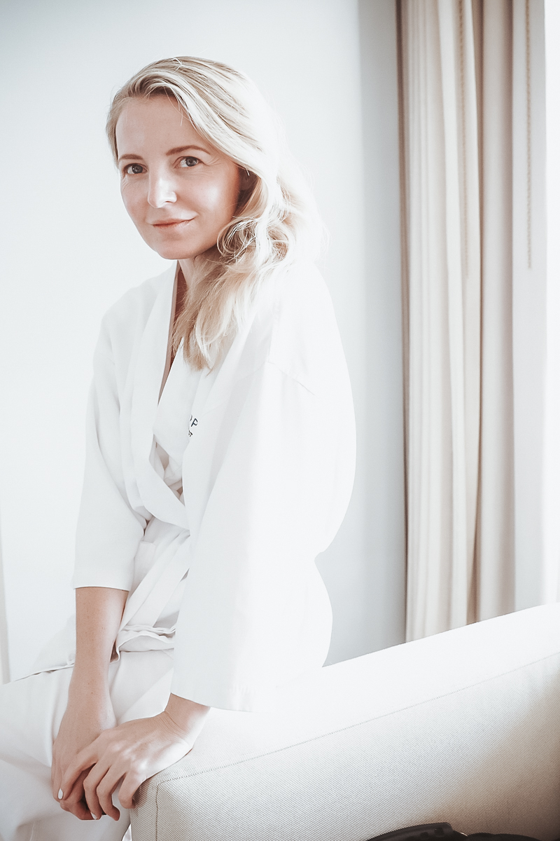 """clean beauty, what does that mean, how do you know if beauty products are """"Clean"""" with beauty blogger over 40, Erin Busbee of Busbee style"""