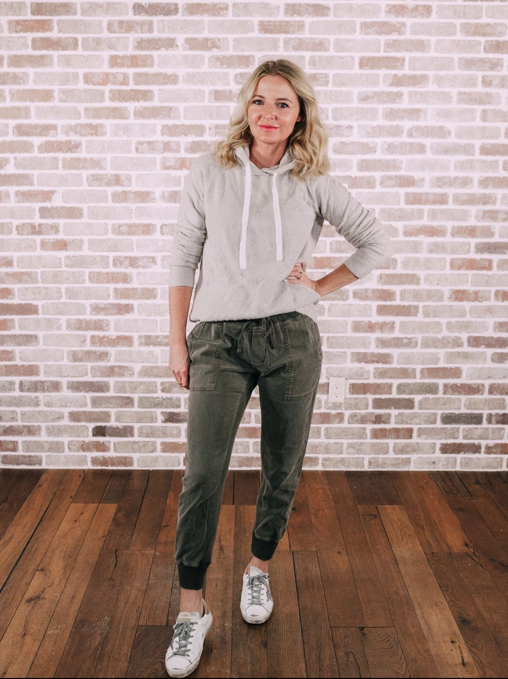 Loungewear Outfits, Fashion blogger Erin Busbee of BusbeeStyle.com sharing her favorite loungewear including a Barefoot Dreams hoodie and utility trend James Perse green joggers in Telluride, Colorado