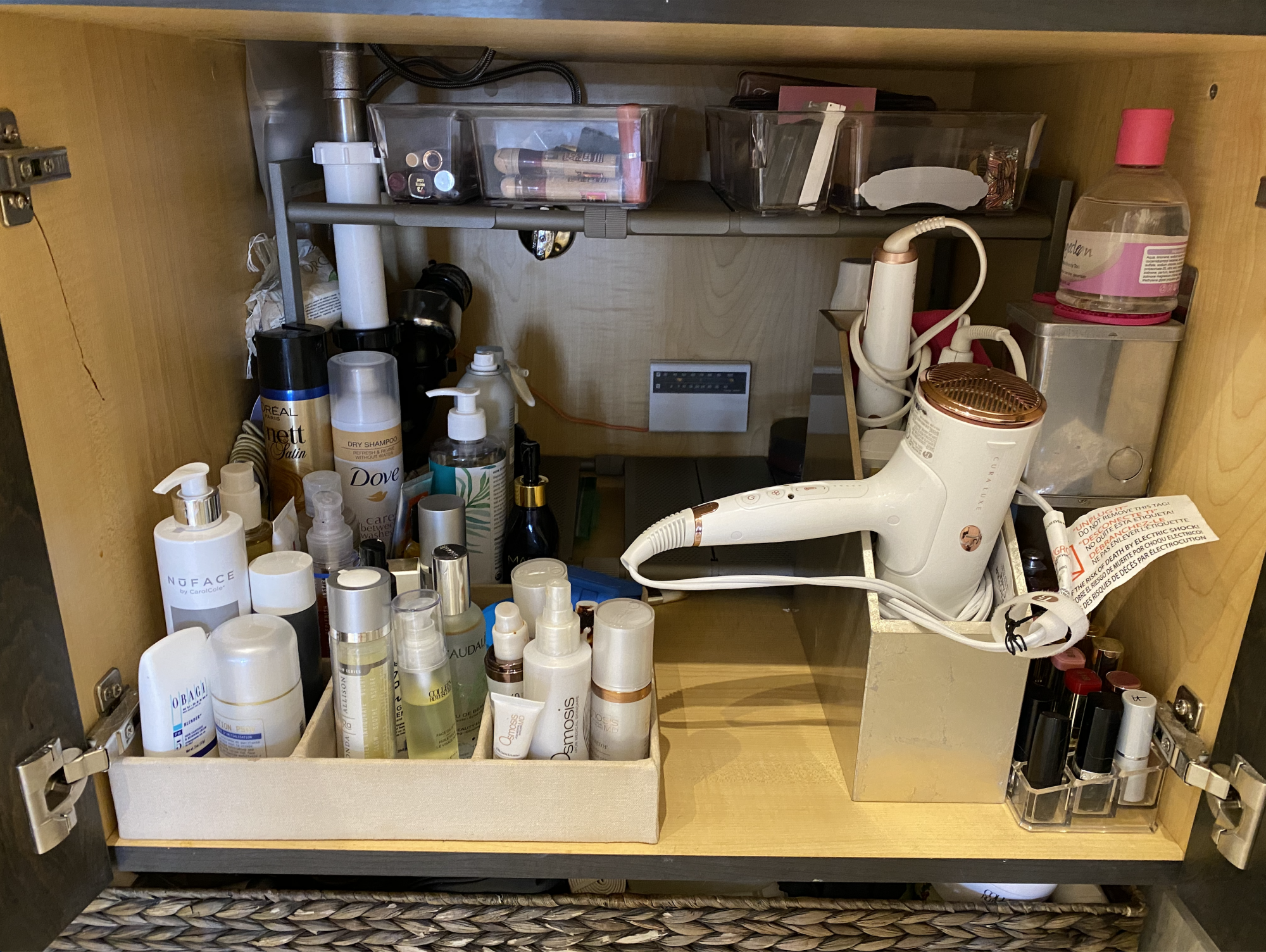 How To Organization Your beauty Products, Fashion blogger Erin Busbee of BusbeeStyle.com sharing how she organized her beauty, skincare, and haircare products in her bathroom in Telluride, Colorado