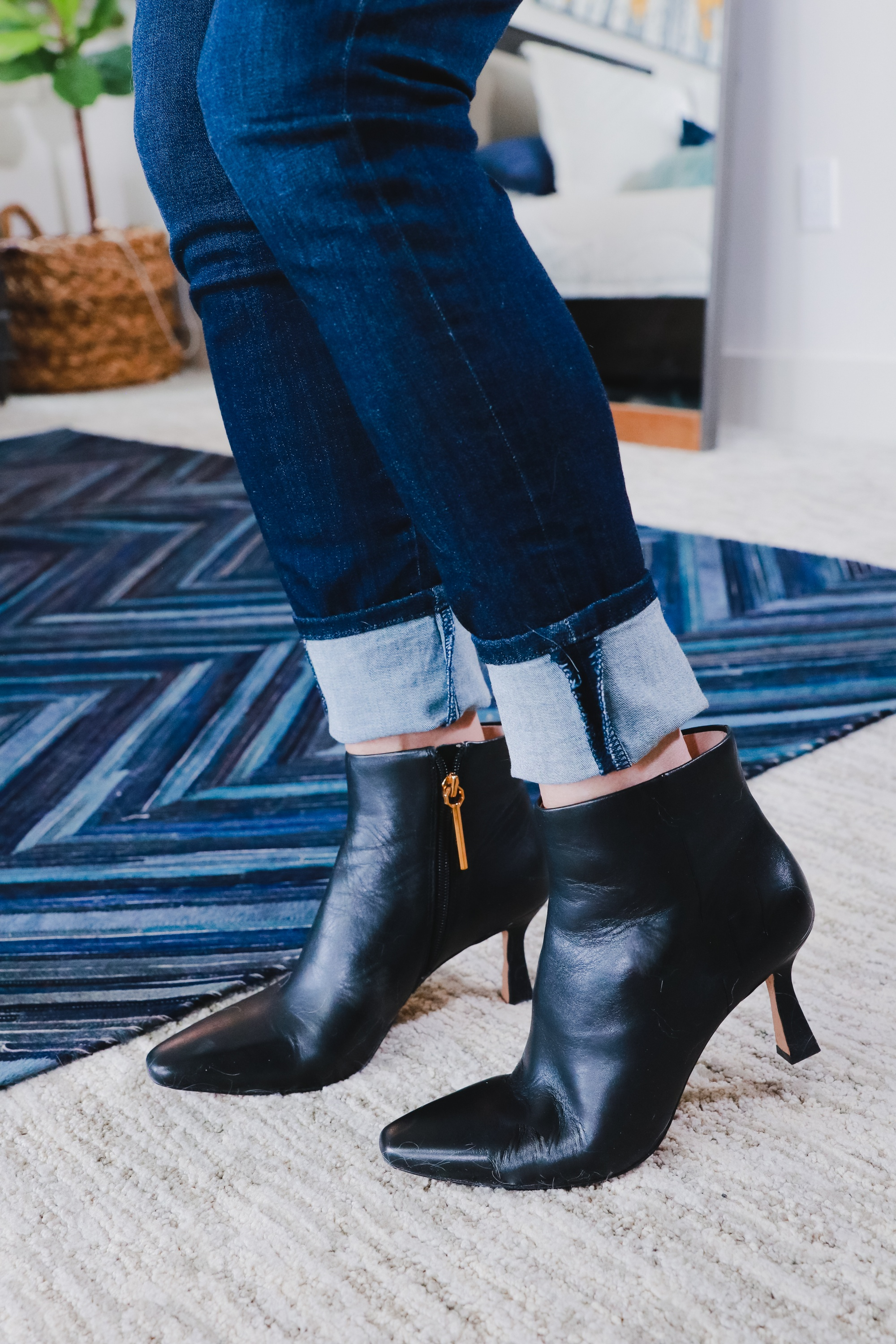 how to cuff skinny or straight leg jeans to wear with ankle booties, fashion blogger wearing black ankle boots with straight leg blue jeans
