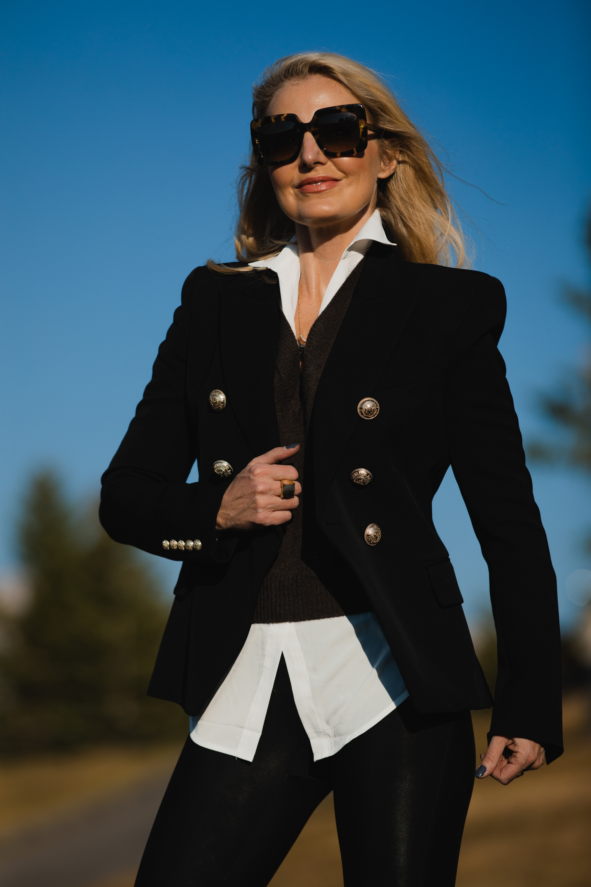 Fall Jackets, Erin Busbee of Busbee Style wearing a brown layered sweater by Brochu Walker, Spanx faux leather leggings, black croc embossed boots by Schutz, and black Balmain blazer in Telluride, Colorado