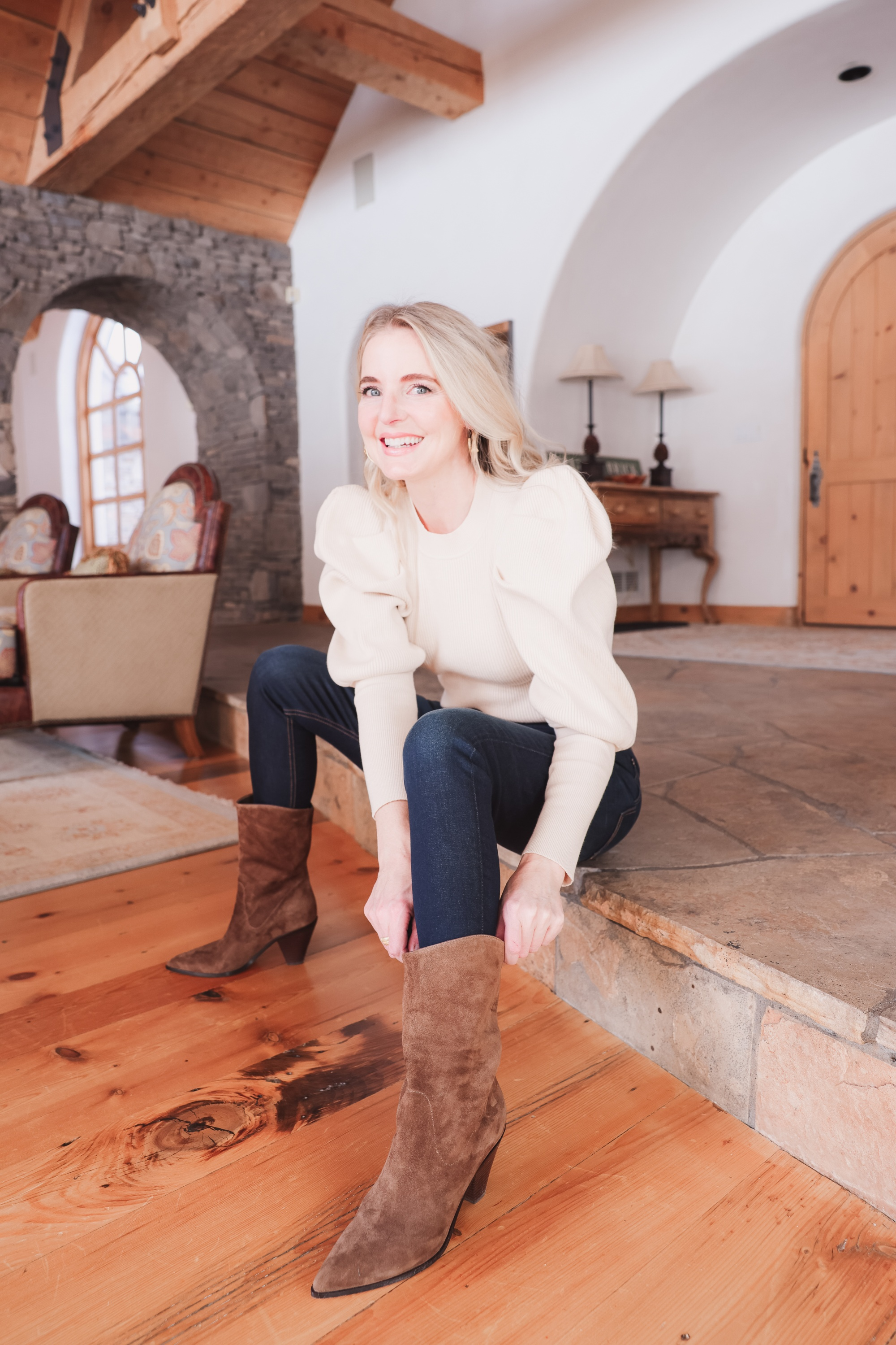 Best brown booties, Erin Busbee of Busbee wearing an ASTR the Label sculptural sleeve sweater with rag & bone skinny jeans and brown western inspired Paige booties from Nordstrom in Telluride, Colorado