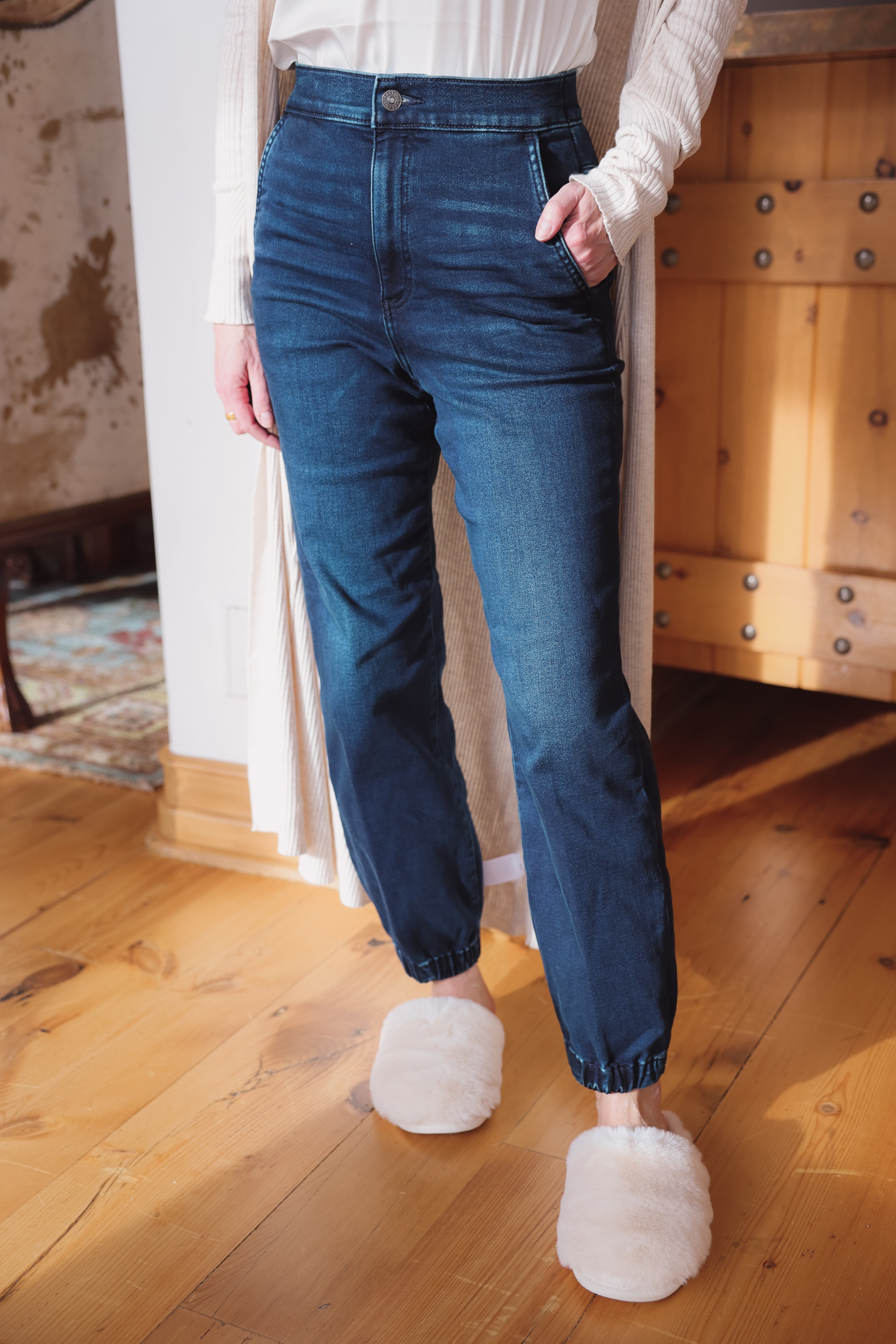 Express Sale, Erin Busbee of Busbee wearing denim joggers, a white satin cami, long ribbed duster cardigan, and slippers from Express in Telluride, Colorado