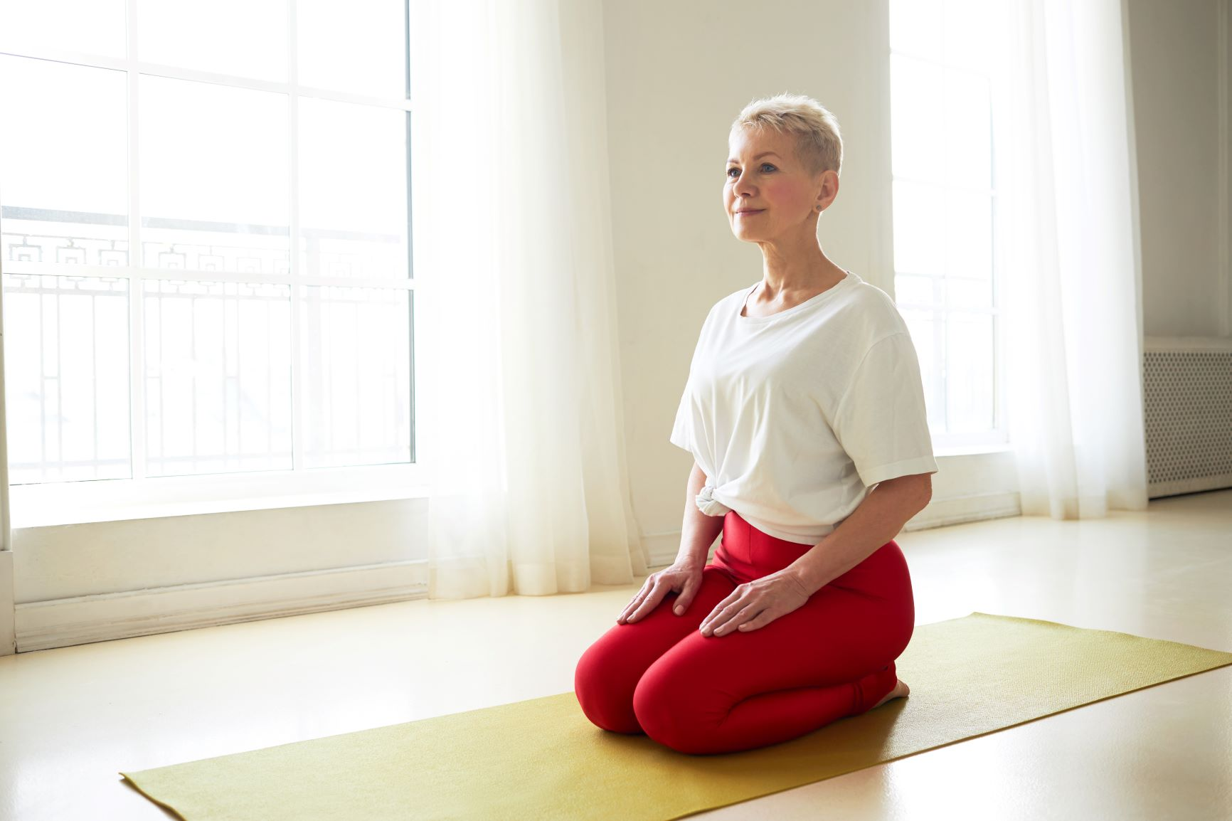 get rid of mummy tummy for good, Blonde pixi in red leggings and white shirt yoga posture