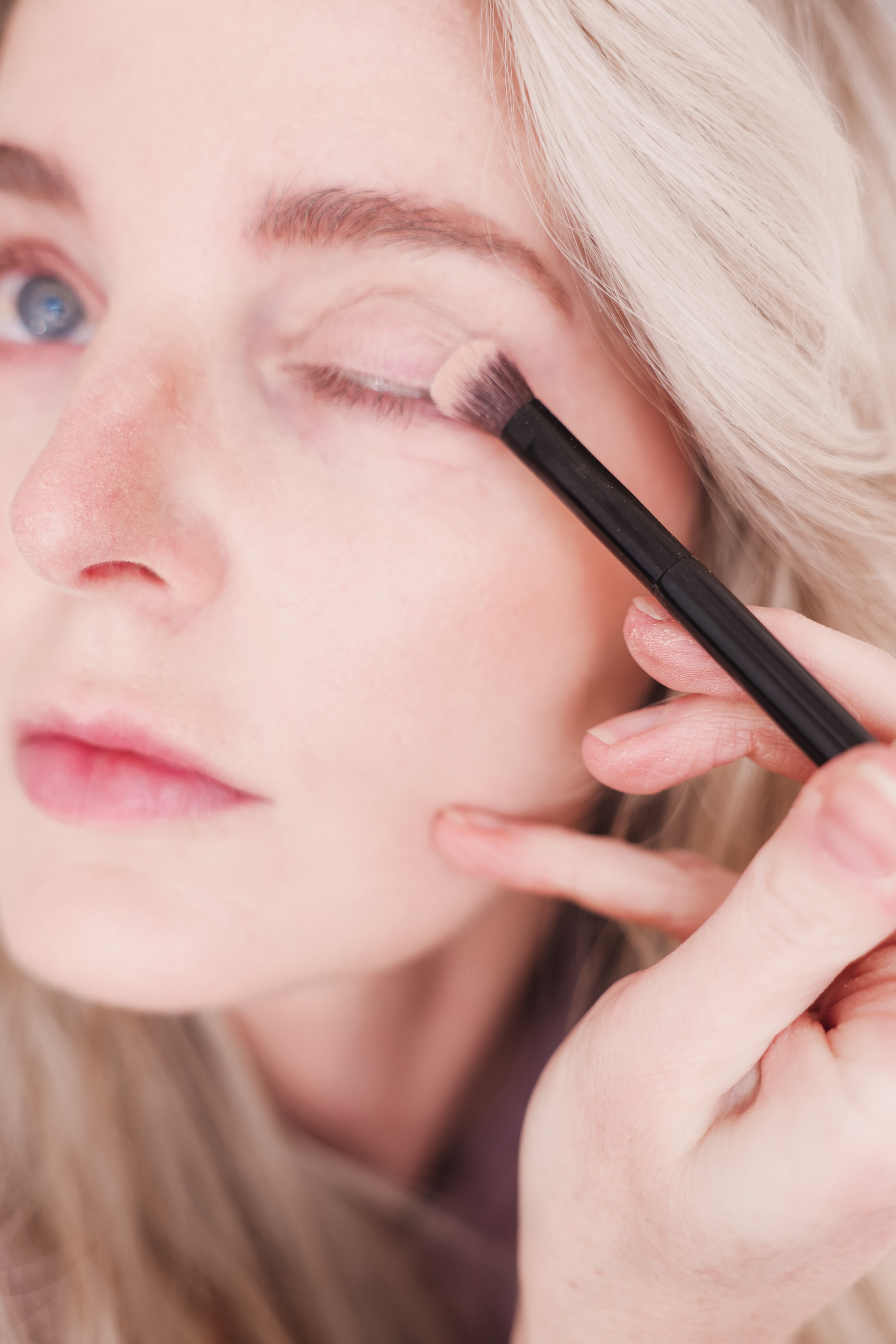 beauty tips to look younger, beauty over 40, how to look younger, beauty tips and tricks, eyelid primer, erin busbee