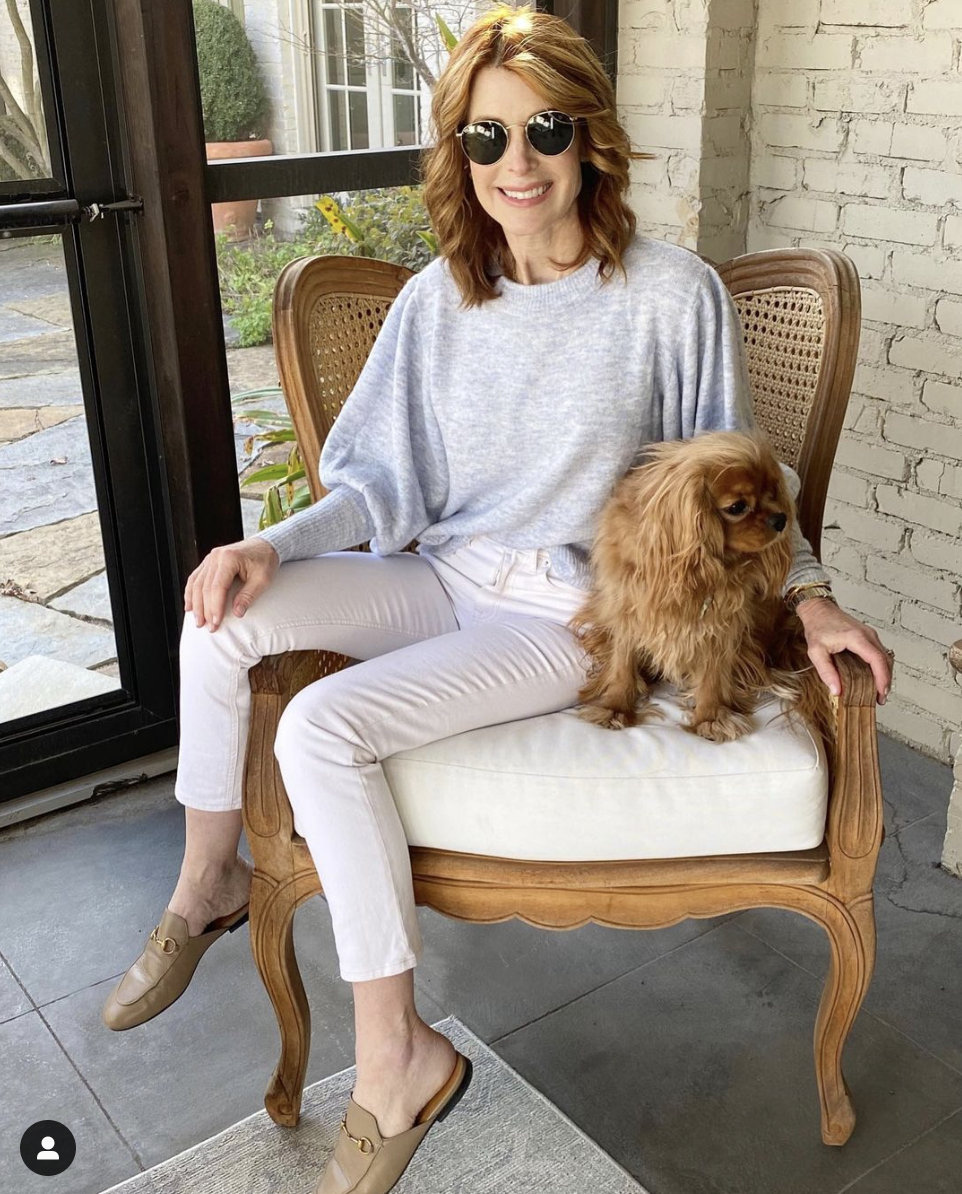 White Jeans Over 40 - Cathy Williamson @themiddlepageblog, best white jeans, white jeans over 40, how to wear white jeans, white jeans outfit, white jeans outfit summer, outfits with white jeans, white pants