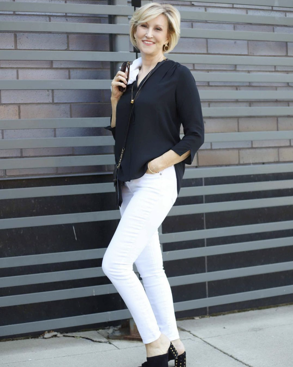 White Jeans Over 40 - Deborah Boland @fabulousafter40, best white jeans, white jeans over 40, how to wear white jeans, white jeans outfit, white jeans outfit summer, outfits with white jeans, white pants