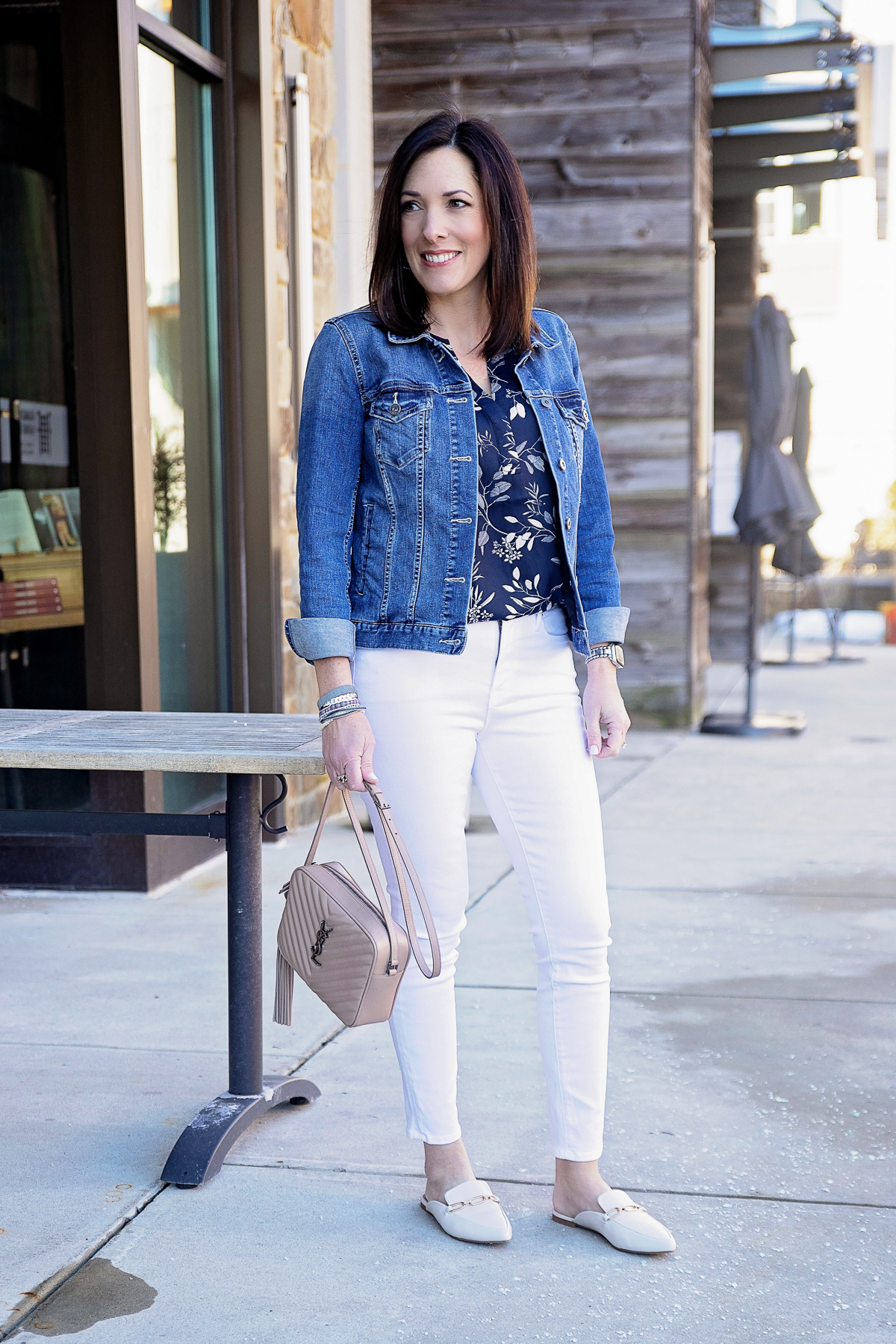 White Jeans Over 40 - Jo-Lynne Shane @jolynneshane, best white jeans, white jeans over 40, how to wear white jeans, white jeans outfit, white jeans outfit summer, outfits with white jeans, white pants