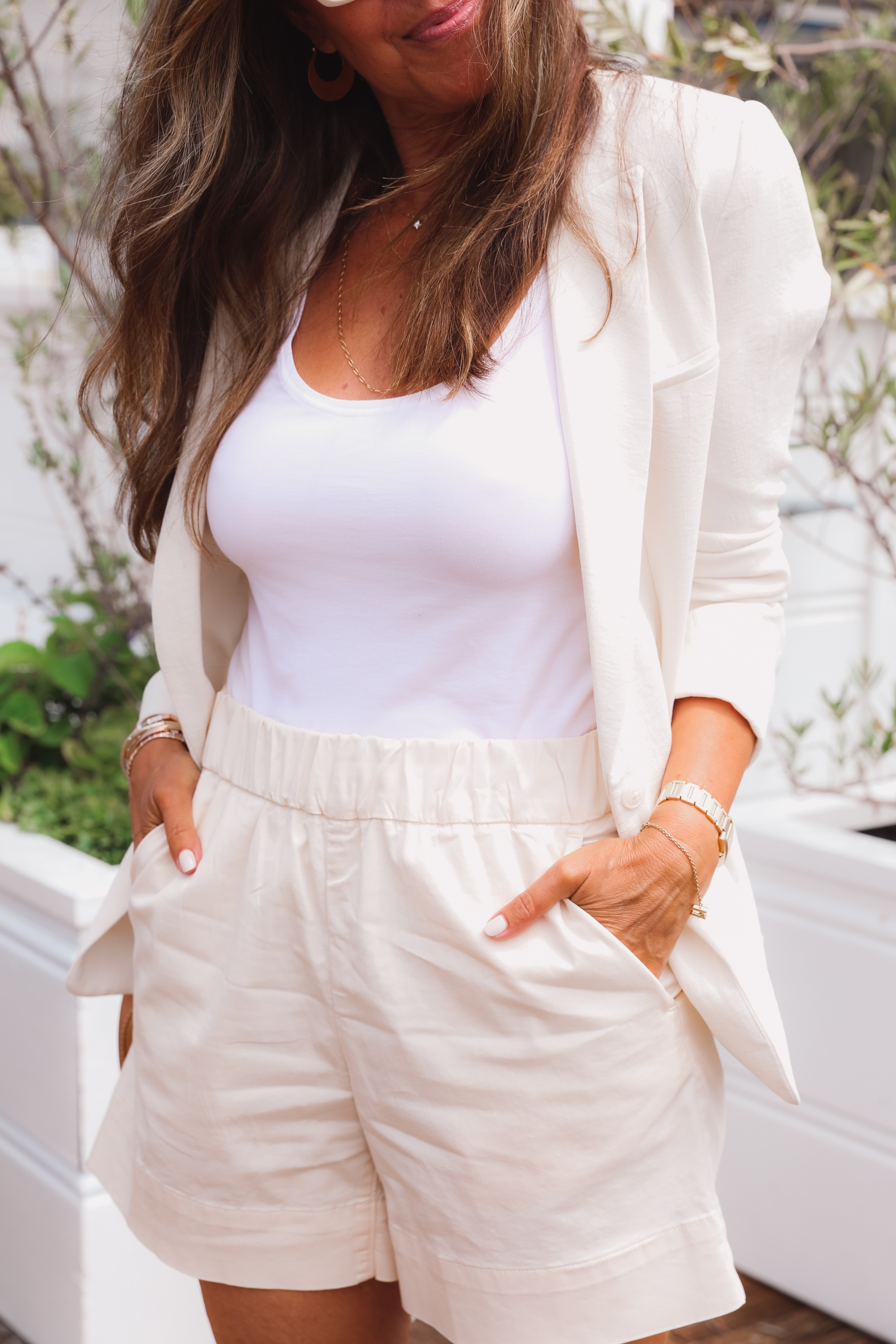 matching sets, how to wear matching sets, erin busbee, melissa meyers, who what wear, alice + olivia blazer, alice + olivia shorts, all white outfit, matching sets outfits, malibu california