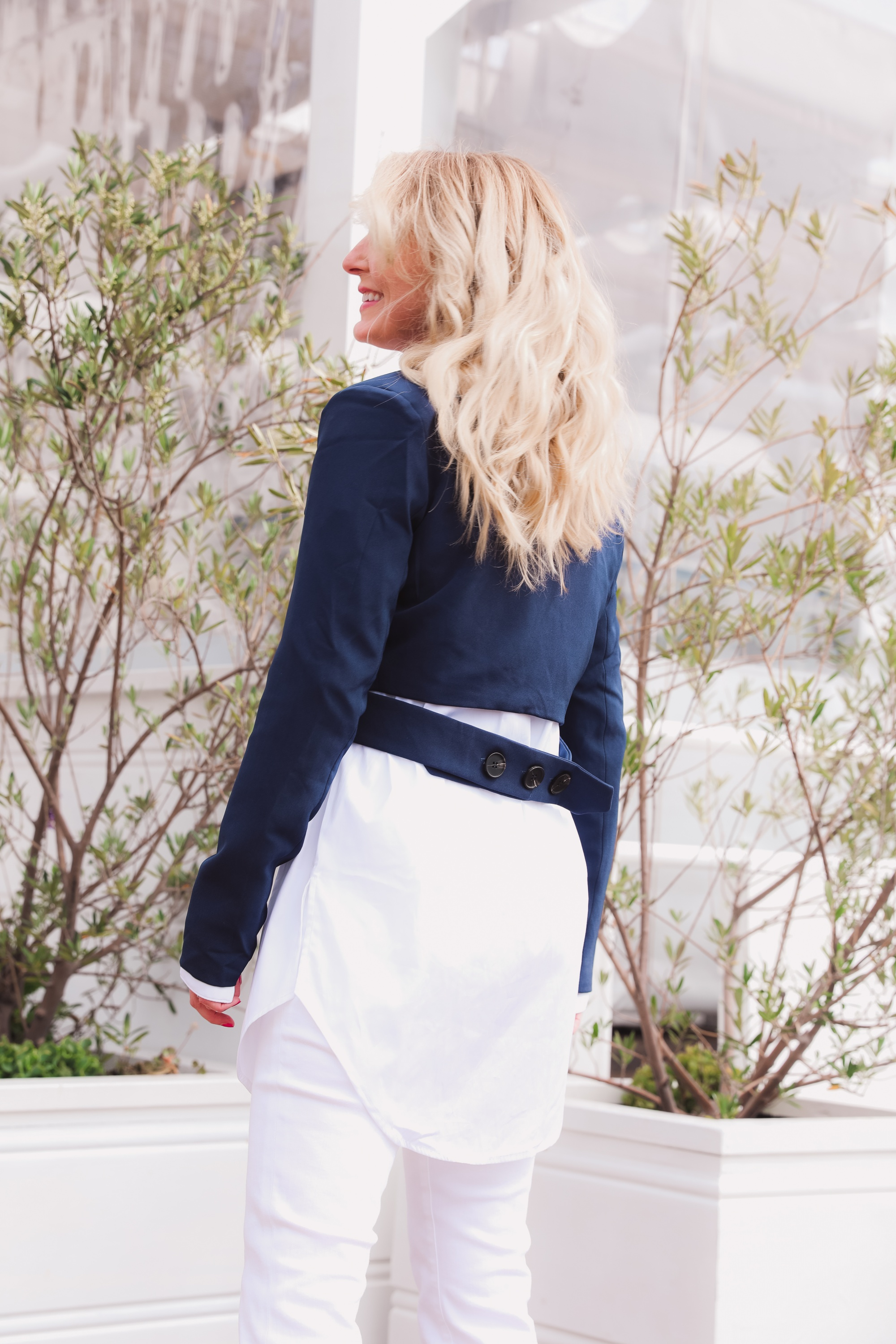 how to wear a cropped blazer, how to wear a cropped blazer over 40, how to wear cropped blazer, wear cropped blazer, navy cropped blazer, 4th & reckless cropped blazer, white open edit oversized button down, see by chloe wedges, white frame flare jeans, erin busbee