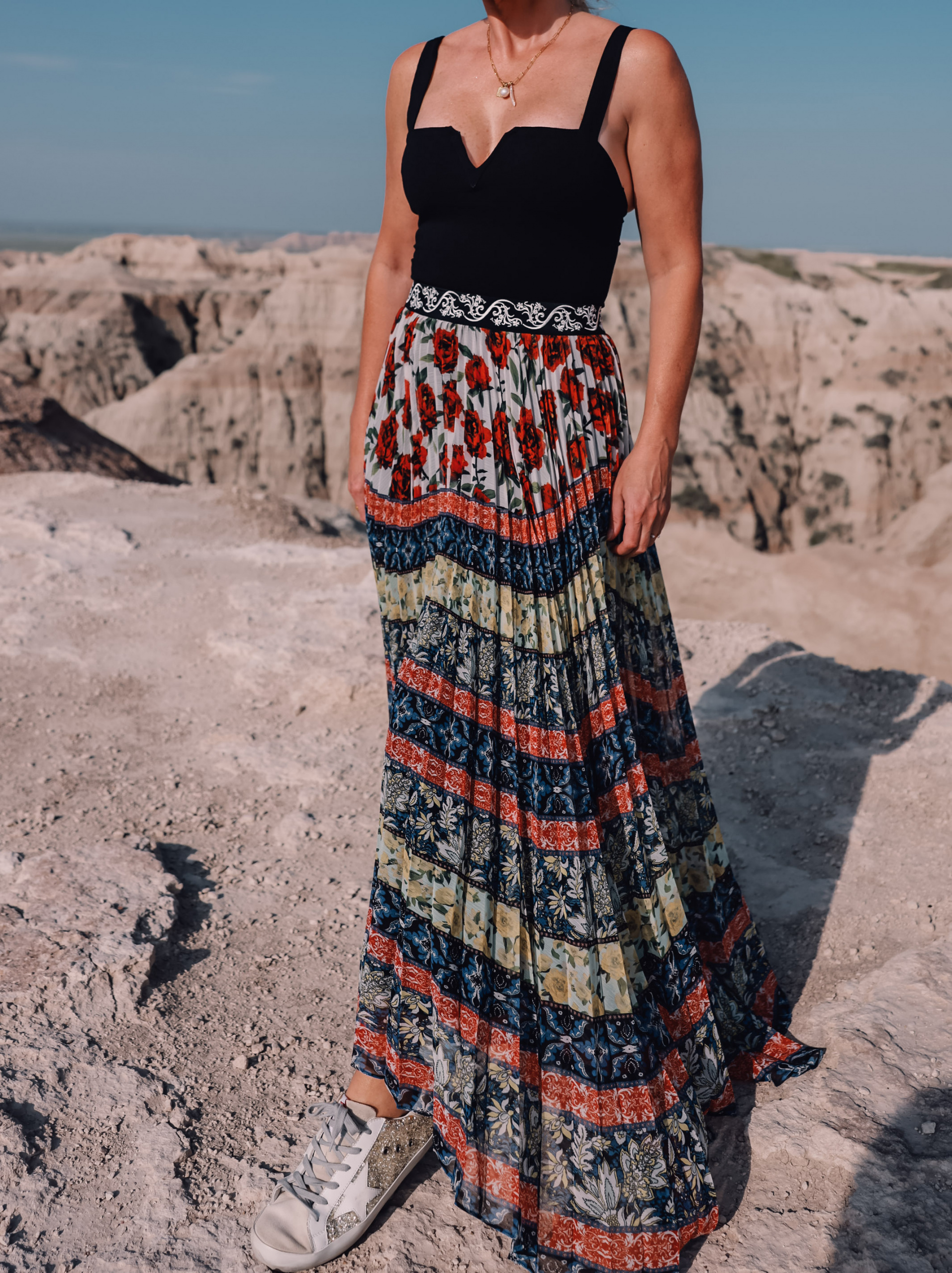 maxi skirts, maxi skirts over 40, printed pleatd maxi skirt, alice + olivia maxi skirt, erin busbee, how to wear maxi skirts, free people wire v-neck bodysuit