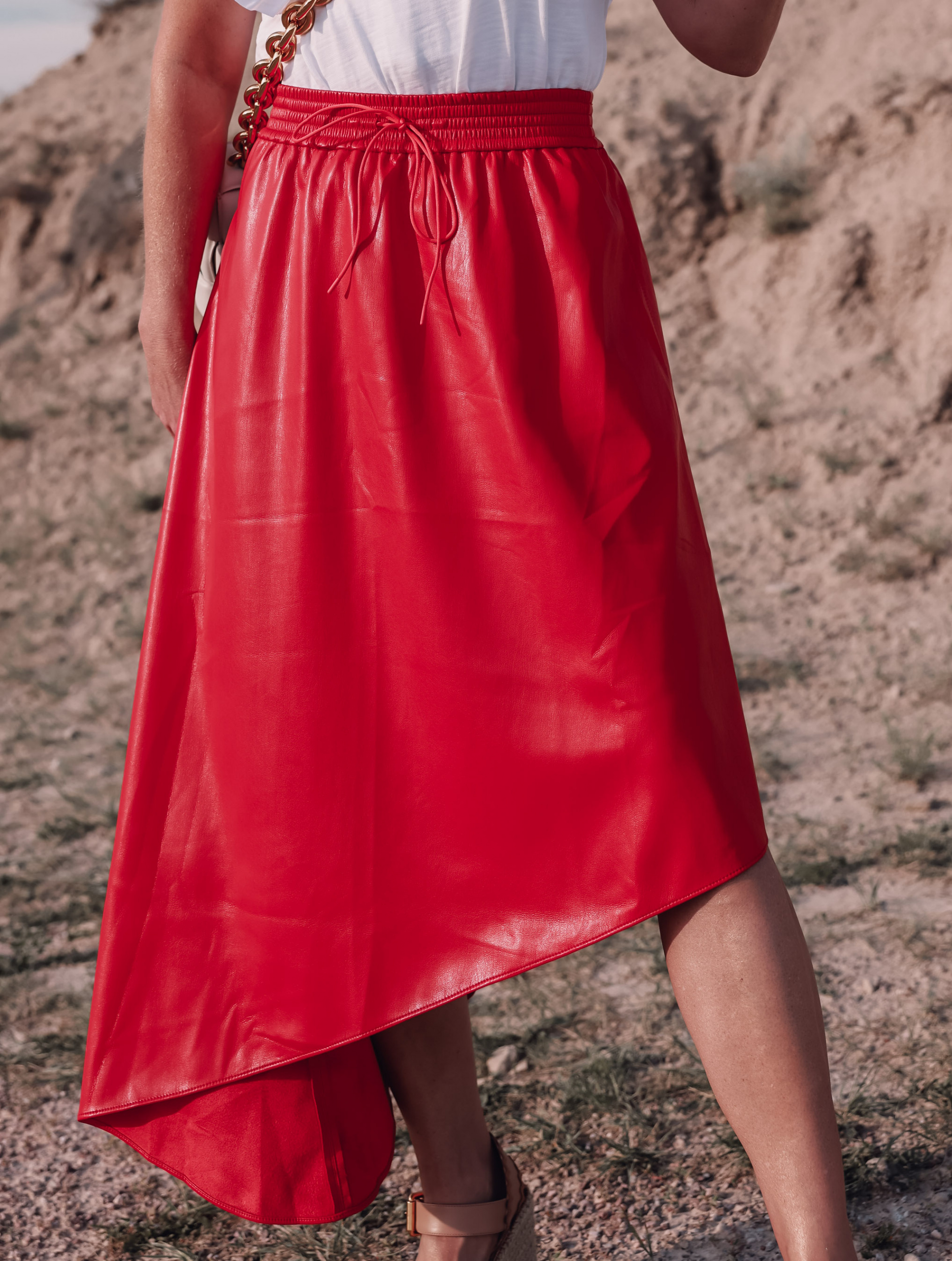maxi skirts, maxi skirts over 40, printed pleatd maxi skirt, midi skirts over 40, how to wear midi skirts over 40, red alice + olivia midi asymmetrical skirt, erin busbee, how to wear maxi skirts, nation ltd ruffle sleeve tee, see by chloe wedges