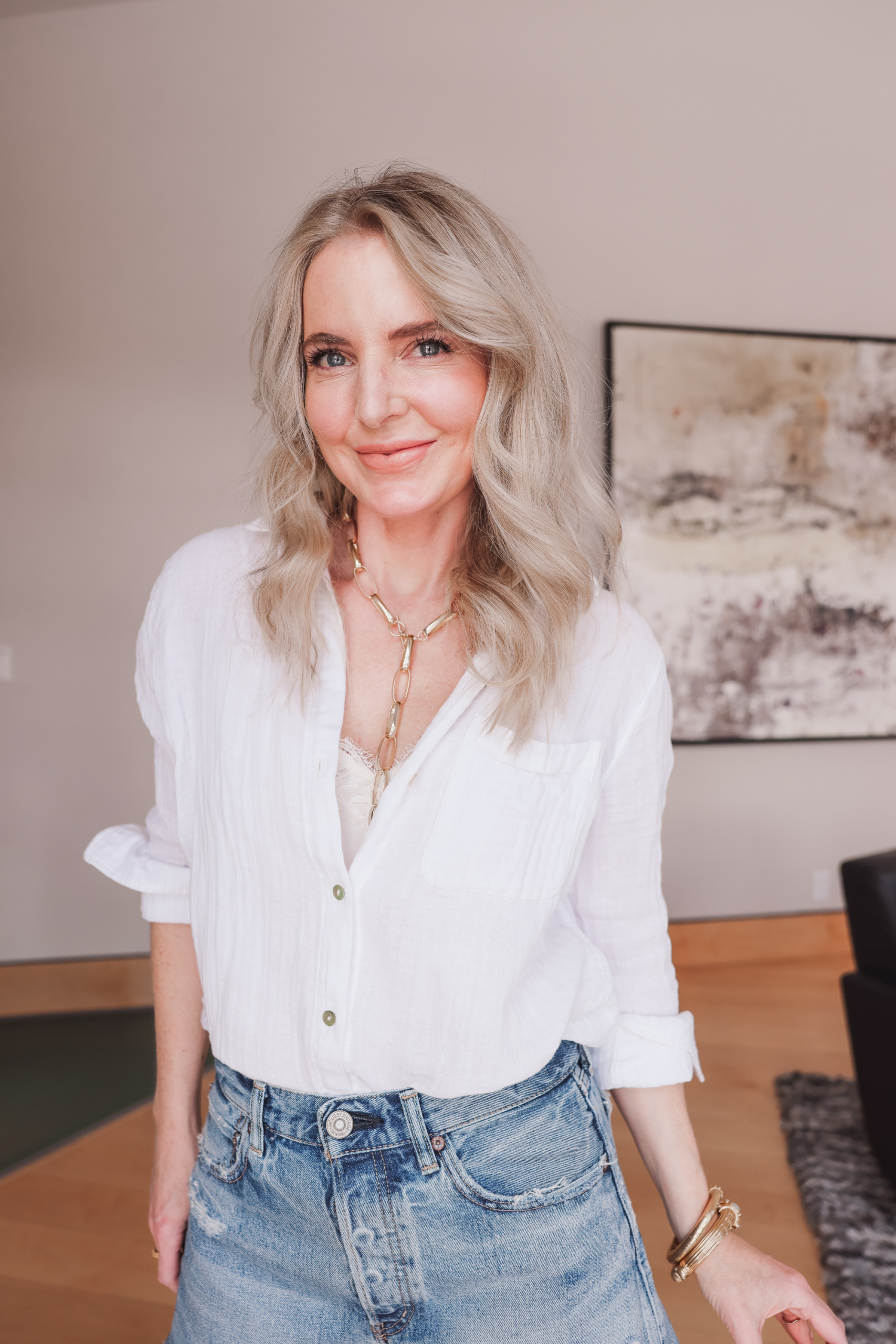 best white button down shirts, button down shorts over 40, how to find the perfect button dow shirt, white button down shirt, erin busbee, rails ellis cotton shirt, why own a white button down shirt, moussy vintage denim shorts