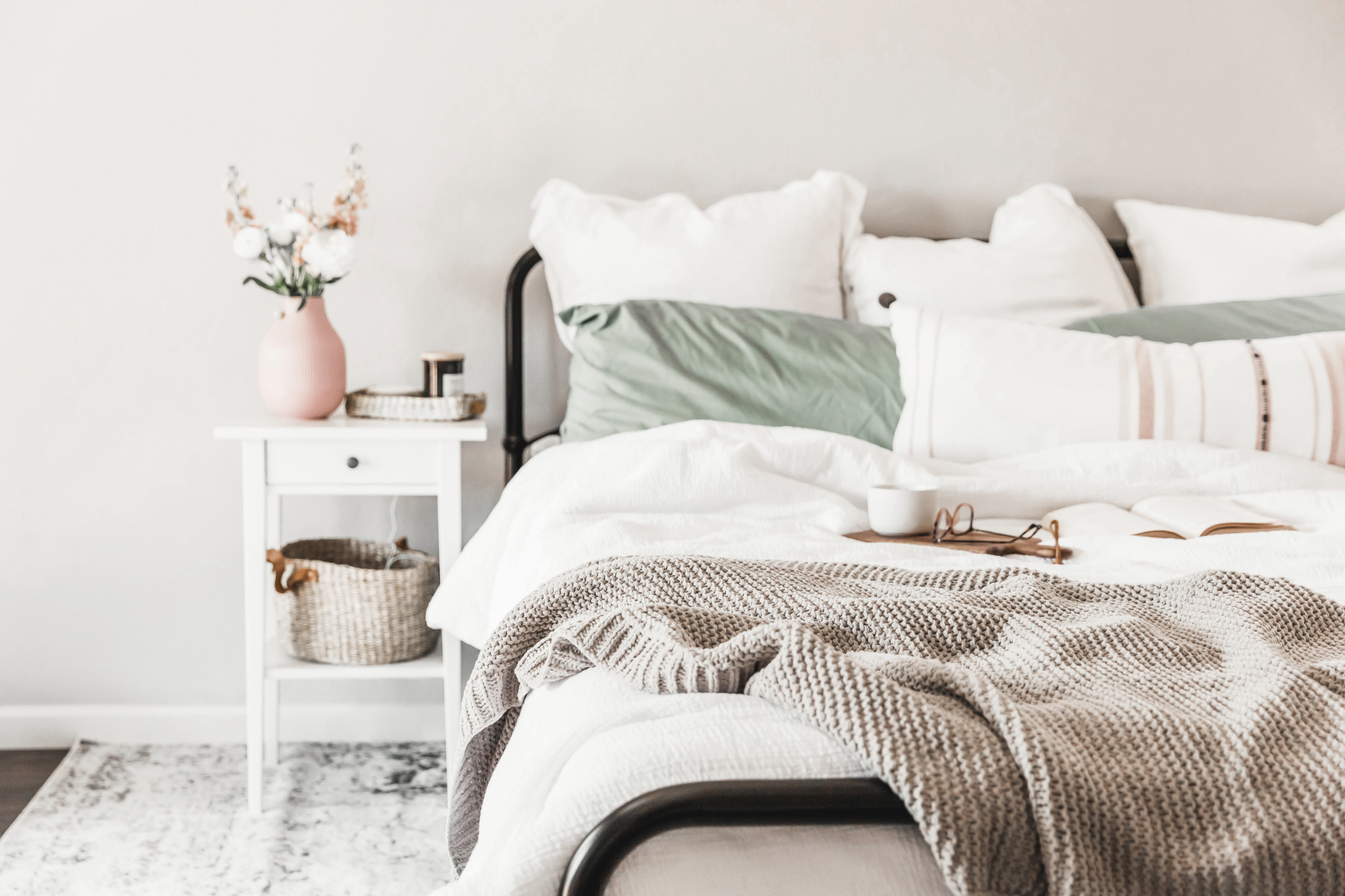 How To Make Your Master Bedroom The Retreat You've Always Wanted! comfy cozy bedding, master bedroom sanctuary, luxe bedding