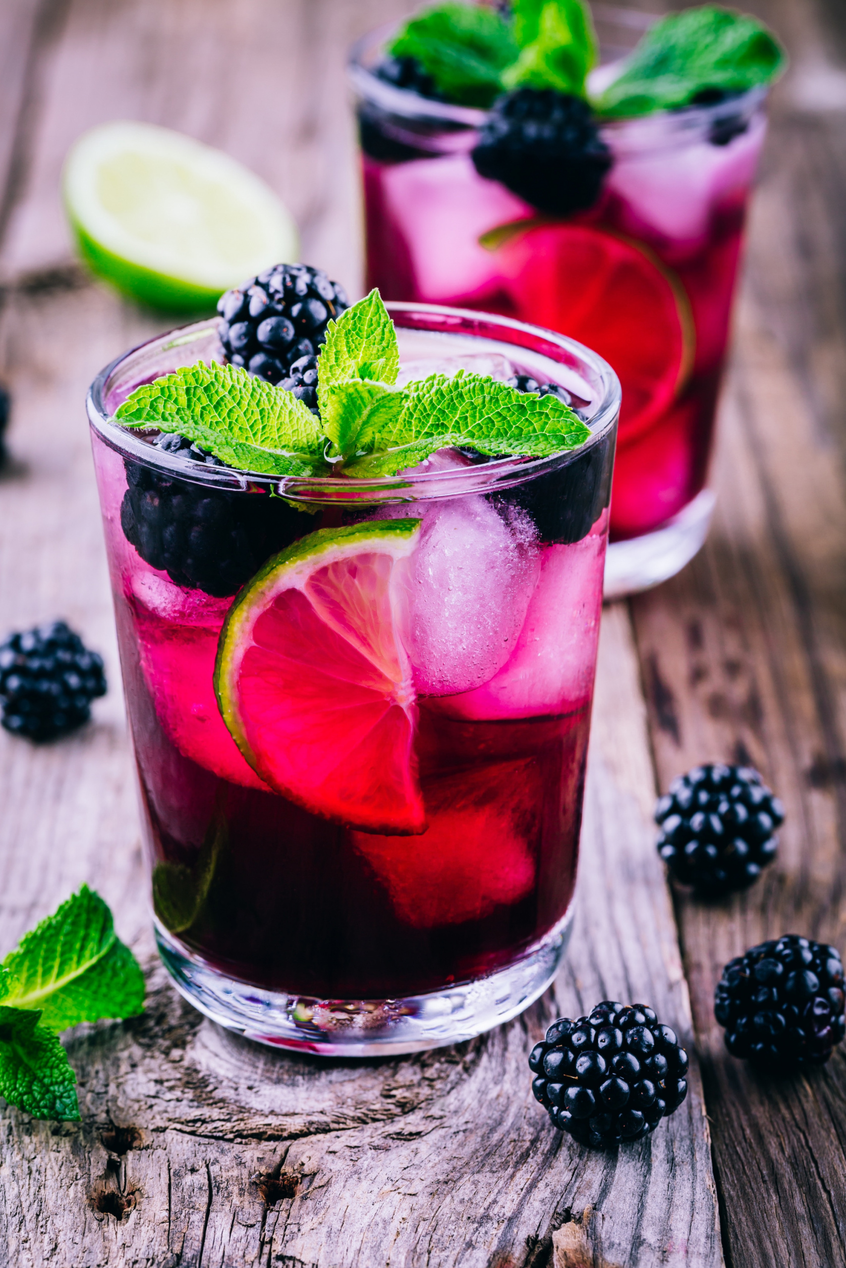 Summer Mocktails And Cocktails, blackberry mule with vodka and champagne, refreshing summer drinks, drink recipes