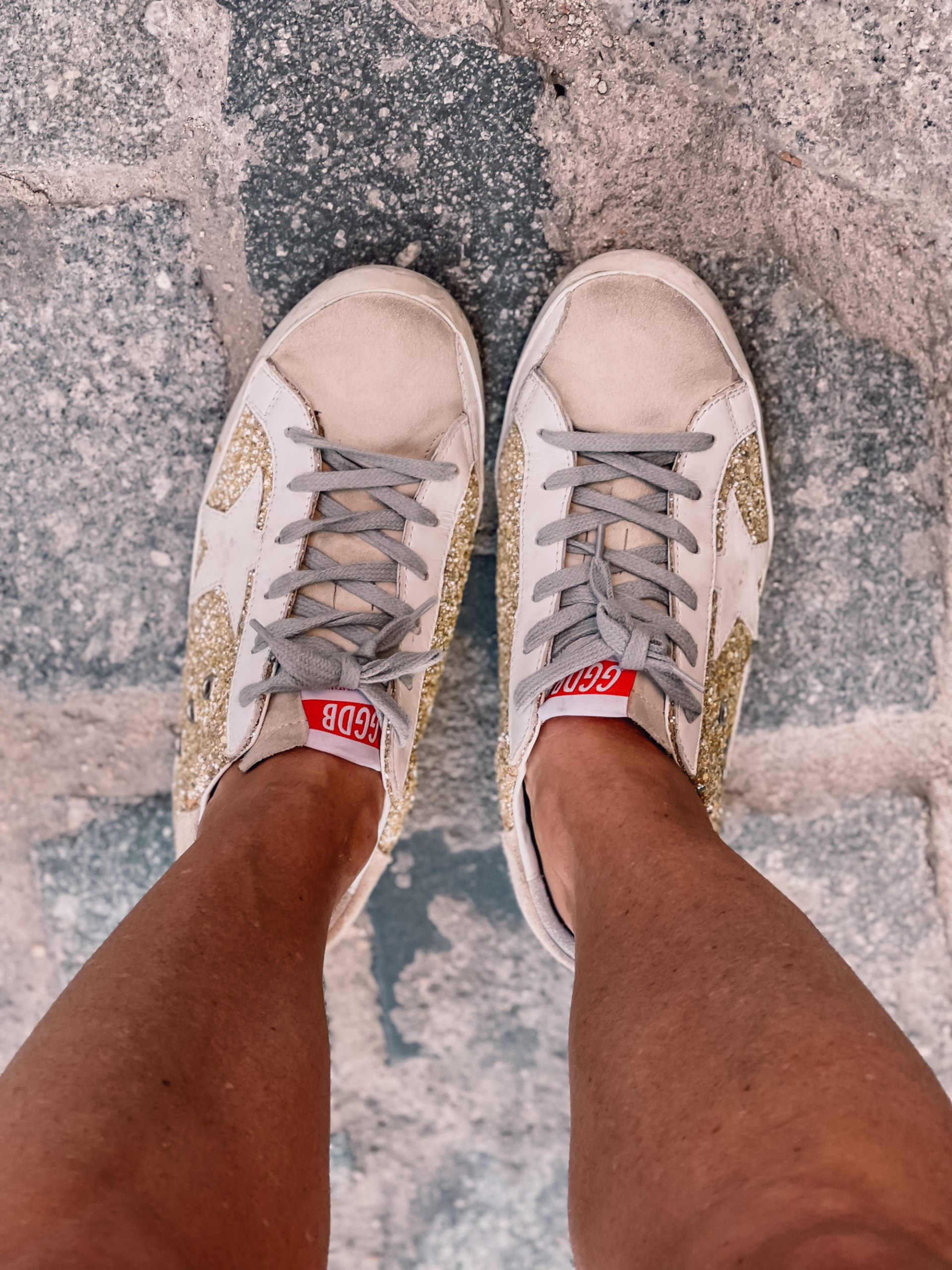what to wear in spain, how to dress in spain, madrid, how to dress in madrid, what to wear in madrid, how to pack for a trip to spain, trip to spain, packing for spain, erin busbee, glitter golden goose sneakers